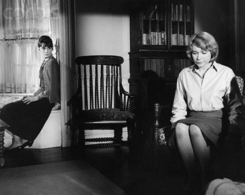 """Audrey e Shirley em cena de """"Infâmia"""" 1963)"""