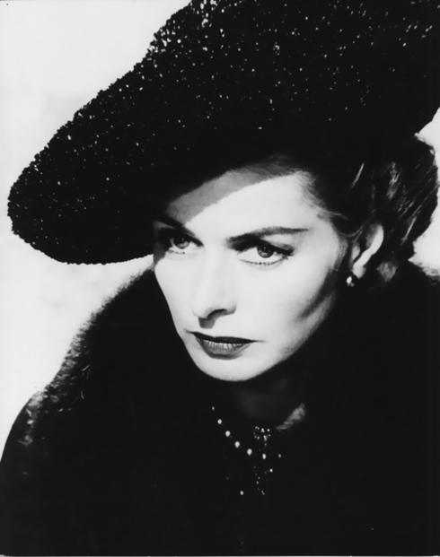 Ingrid Bergman como a Senhora idosa em A Visita