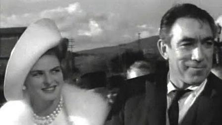 Bergman e Quinn em cena de A Visita