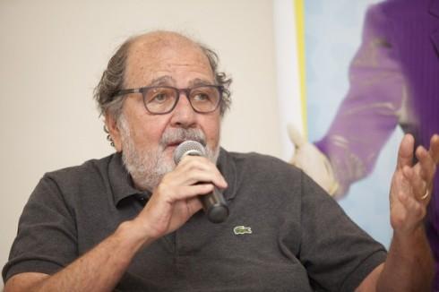 O cineasta Carlos Diegues é um dos produtores de Giovanni Improtta, onde também faz ponta.