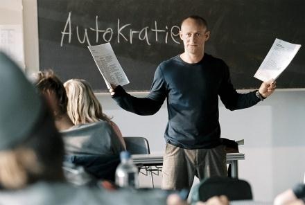 Uma lição de autocracia: a palavra no quadro-negro