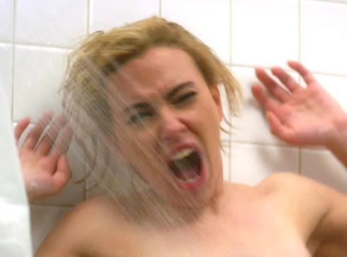 Scarlett Johansson vivendo a personagem Marion Crane