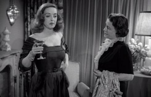 Margo (Bette Davis) aprendendo com a camareira (Thelma Ritter)