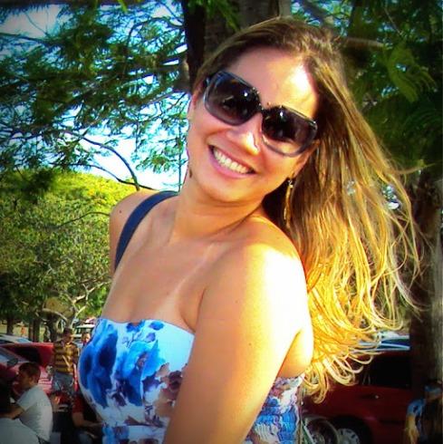 Kassandra Brandão faz garota de programa que atende aos três velhos na mesma noite