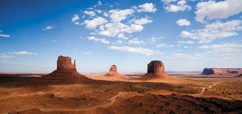 Monument Valley, a paisagem típica do Westerm, escolha do mestre John Ford.