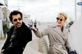 Julen e Caroline em romance proibido