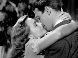 """Um beijo ousado em um filme inocente: """"A felicidade não se compra"""", 1946."""