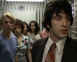 """Um jovem Al Pacino assaltando banco em """"Um dia de cão""""."""