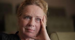 A atriz Liv Ullman, relembrando o passado.