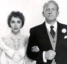 """Elizabeth Taylor e Spencer Tracy em """"O pai da noiva"""" (1953)."""