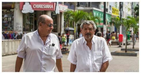 O nosso entrevistado, Joaquim Inácio Brito, aqui visto ao lado do cronista Gonzaga Rodrigues.