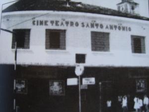 Uma das esquinas de Jaguaribe: O Cine Sto Antônio.