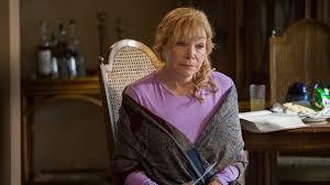 Shirley McLaine no papel de Elsa.