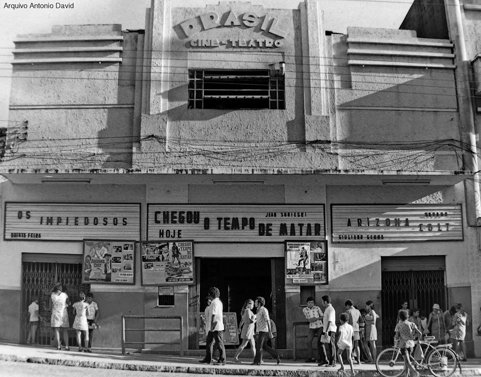 95c612beed693 Fachada do Cine Brasil, final dos anos sessenta.