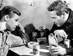 Brando De Wilde e Paul Newman em cena do filme.