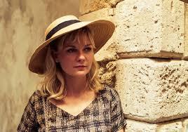 Kirsten Dunst é Colette, a esposa.