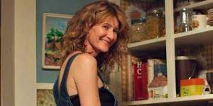 Laura Dern faz a mãe de Cheryl.