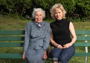 Na foto, a pintora Margaret Keane e a atriz Amy Adams