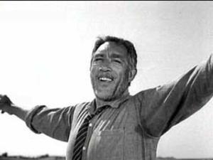 """Em """"Zorba, o grego"""" (1964), o ápice de sua carreira."""