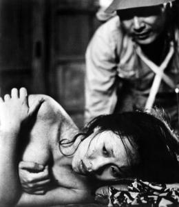 WOMAN IN THE DUNES, (aka SUNA NO ONNA), Kyoko Kishida, Eiji Okada, 1964.