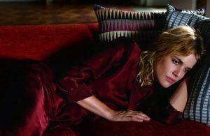 a atriz Adriana Ugarte como a Julieta jovem.
