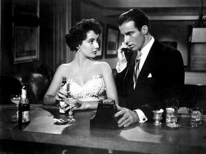 Liz e Monty, juntos pela primeira vez nesta cena.