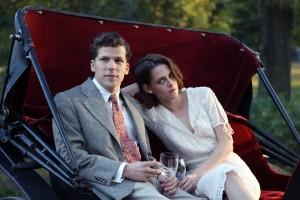 Os atores Jesse Eisenberg e Kristen Stewart.