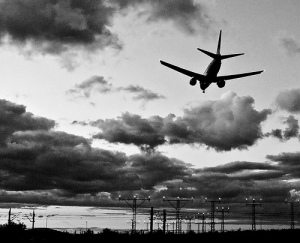 Um acidente aéreo pode ser conveniente ao melodrama...