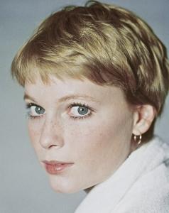 Mia Farrow, a filha de Mary O´Sullivan (Jane, a companheira de Tarzan).