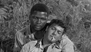 Poitier e Curtis, dois presos unidos num filme preto-e-branco.
