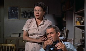 Thelma Ritter com James Stewart, em Janela Indiscreta.