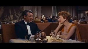 """Cary Grant e Deborah Kerr em cena de """"Tarde demais para esquecer""""."""