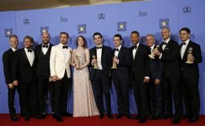 No Golden Globe, a equipe do filme, recebendo os prêmios.