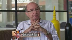Fotograma de entrevista dada a TV Câmara sobre minha atividade crítica, hoje disponível no Youtube.