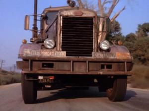 """O caminhão cujo motorista ninguém vê em """"Encurralado"""", 1971."""